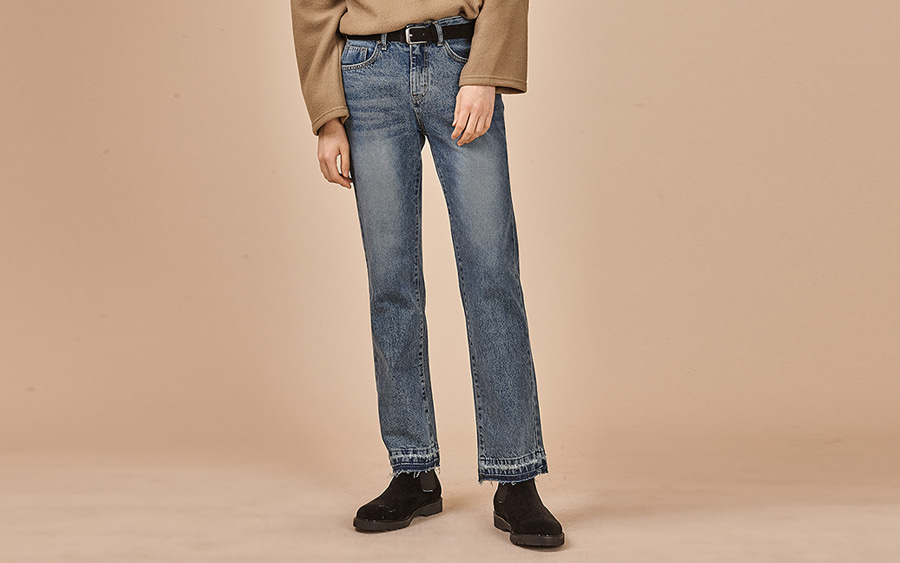 Straight Leg Frayed Hem Jeans
