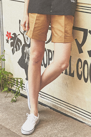 AWESOME IMAGINATION Cuffed Chino Shorts(Beige)