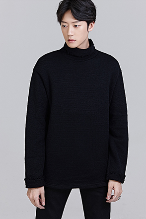 REDHOMMERaw-Edged Neck and Cuff Sweater