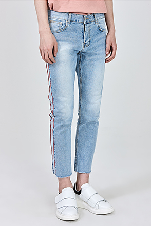 Side Light Wash Accent Jeans