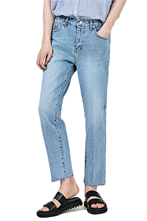 Relaxed Fit Raw Hem Jeans