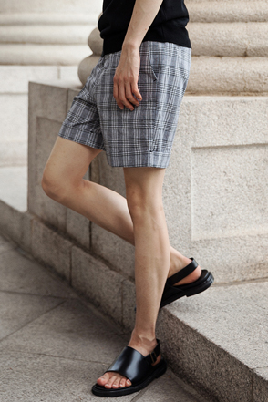 Folded Hem Plaid Shorts