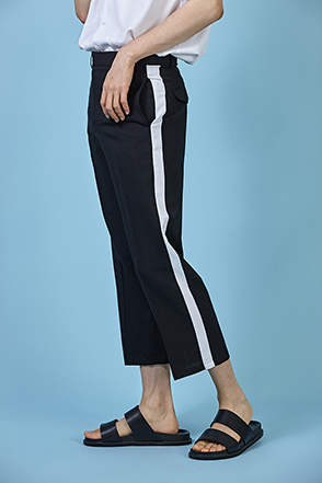 Contrast Side Accent Cropped Trousers