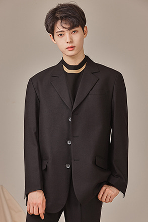 Classic Three-Button Lapel Jacket