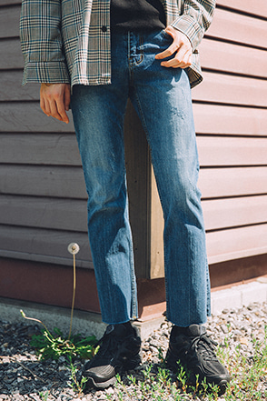 Faded Raw Hem Straight Leg Jeans