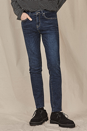 Raw Hem Slim Fit Jeans