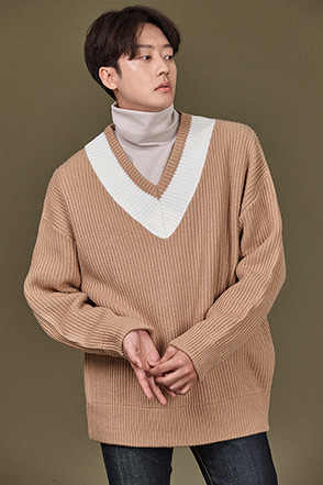 Contrast Accent V-Neck Pullover